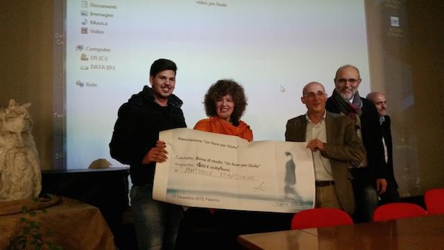 'Un Fiore per Giulia', premiato studente di Economia