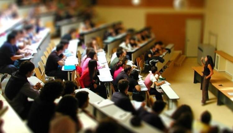 Scioperi dei docenti mettono a rischio conseguimento borse di studio. Su impulso dell'assessore regionale all'Istruzione e alla Formazione professionale, Roberto Lagalla, l'ERSU decide deroga sui termini entro cui raggiungere i crediti formativi.