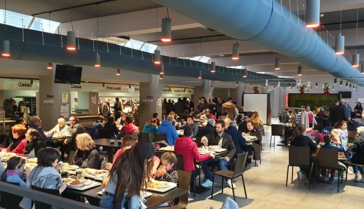 300 persone al pranzo solidale dell'ERSU
